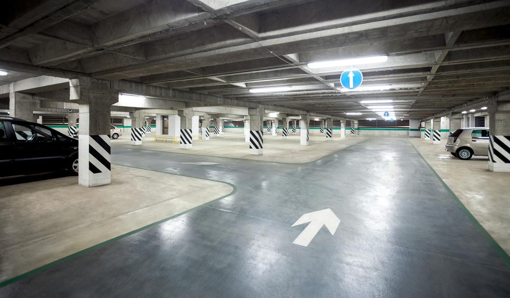 For 700 day Parking lot Rime Garden Inn Suites on 5320 Beacon